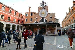 ヴェネツィアで最も古いといわれるサン ジャコモ ディ リアルト教会