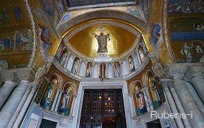 光り輝くサン・マルコ寺院入り口