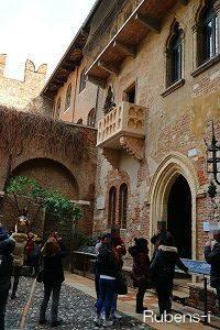 多くの観光客が訪れるジュリエットの家