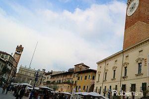 古代ローマ時代から続くエルベ広場