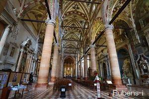フレスコ画が素晴らしいサンタ・アナスターシア教会