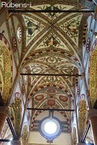 サンタ・アナスターシア教会の天井