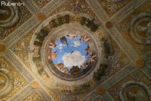 遊び心あふれる天井画