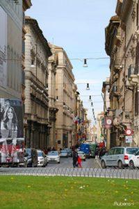 ヴェネツィア広場からコルソ通りを臨む