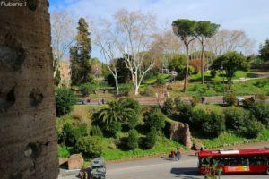 コロッセオから望んだネロ皇帝の御殿跡地