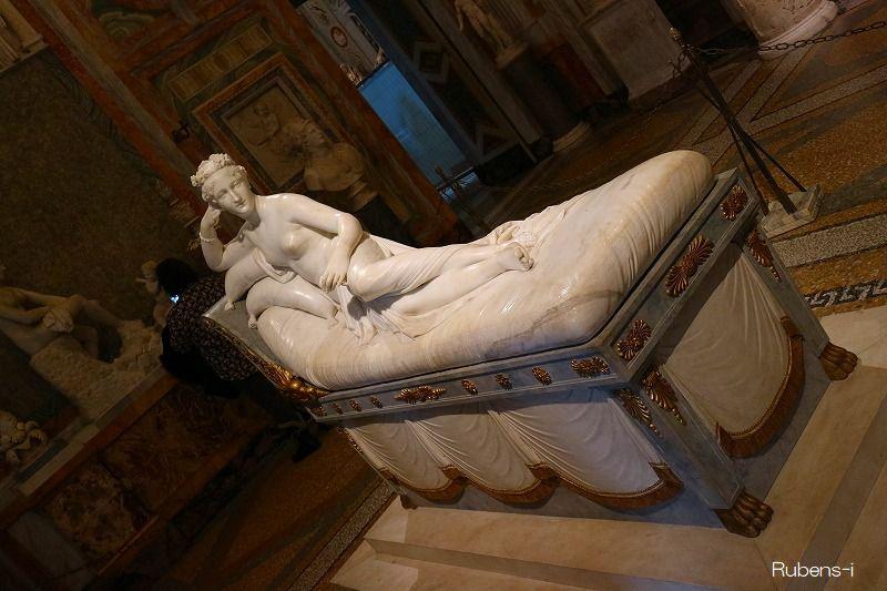 「パオリーナ・ボナパルテ像」