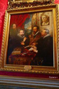 フィレンツェ・ピッティ美術館にある『4人の哲学者』 右から一人おいて、フィリップの師でスコラ哲学者のリプシウス教授、兄フィリップ、背後にルーベンス。後ろにセネカ像。