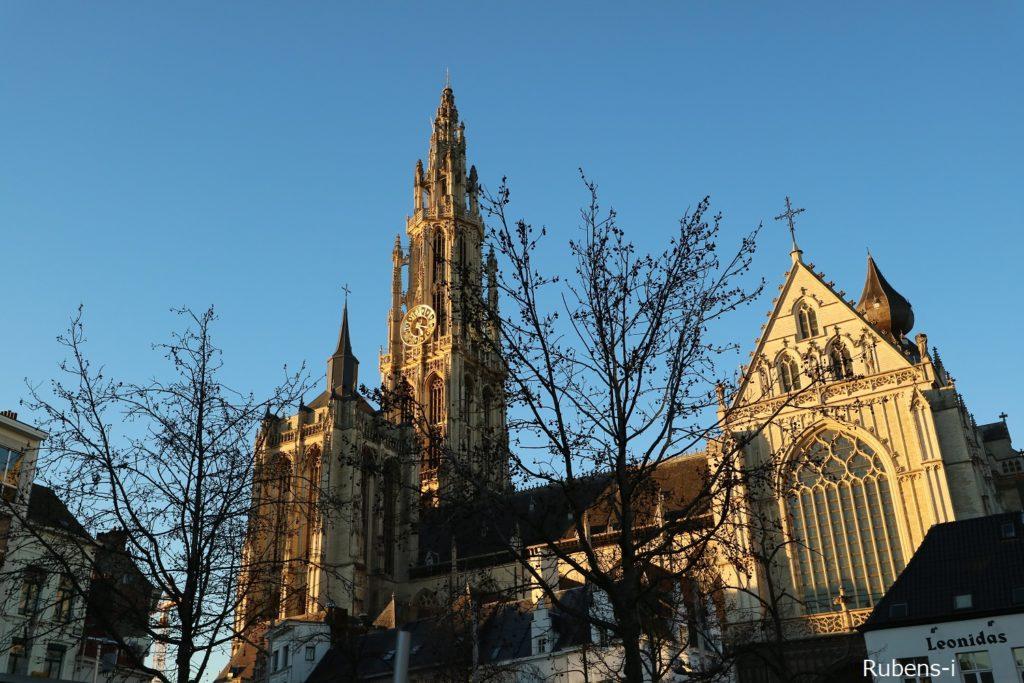Groenplaatsから望む聖母大聖堂
